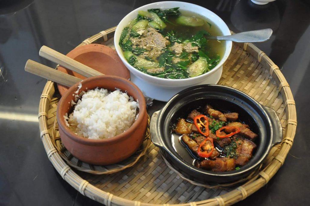 Nhà hàng cơm niêu Như Ngọc là quán ăn tối ngon ở Đà Lạt.