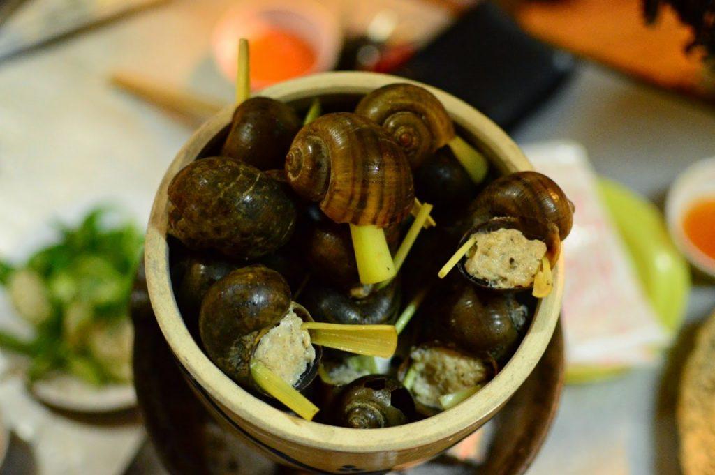 Các quán ốc ngon ở Đà Lạt luôn thu hút nhiều du khách.