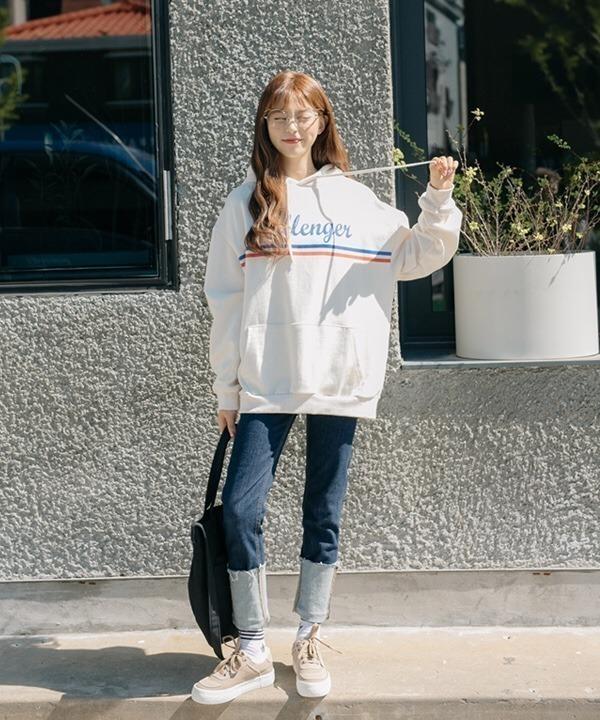 Áo hoddie + quần jeans là set đồ quen thuộc cho mùa đông